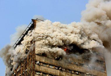 ساختمان پلاسکو در اثر آتش سوزی فرو ریخت / ده ها آتش نشانان زیر آوار ماندند