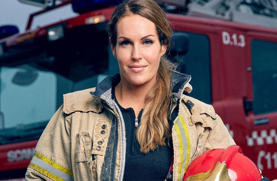 آشنایی با مشهورترین و زیباترین آتشنشان زن جهان