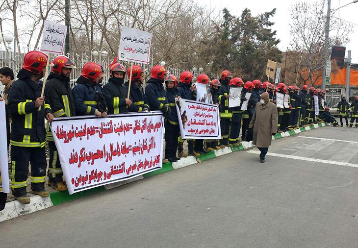 تجمع اعتراضی آتش نشانان پیمانی مشهد 2