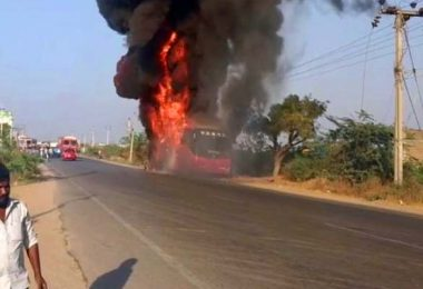 حریق اتوبوس با ۳۰ مسافر در هند